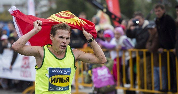 Марафонский бегун Илья Тяпкин. Архивное фото