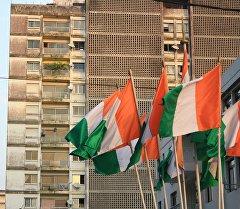 Флаг Кот-д-Ивуар мамлекетинин желеги. Архив