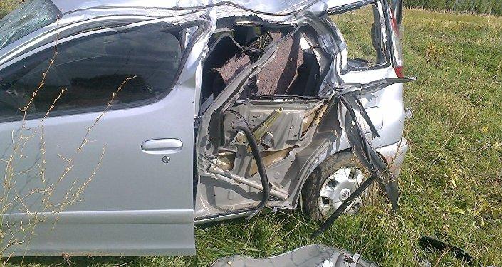 По сообщению ведомства, 27 сентября автомашина Тойота Функарго, ехавшая по автотрассе Токмок — Кызыл-Аскер, врезалась в фонарный столб