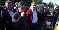 Сариев в джинсах и бейсболке посетил рынок агропродукции