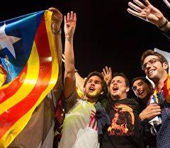 Горожане после досрочных выборов в парламент Каталонии. Архивное фото