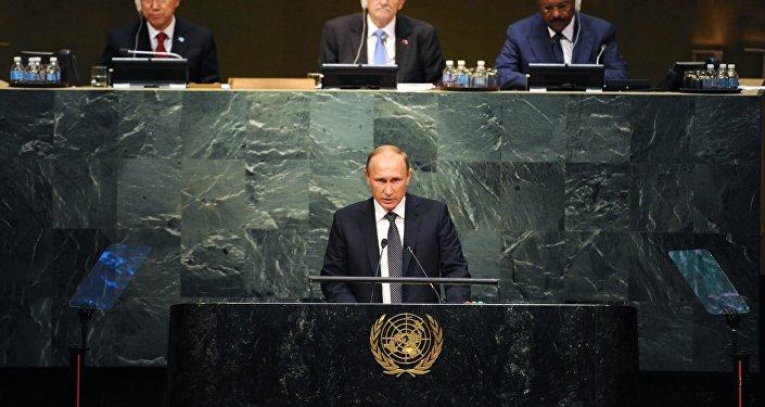 Президент России Владимир Путин во время выступления на пленарном заседании 70-й сессии Генеральной Ассамблеи ООН в Нью-Йорке.