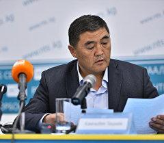 Камчыбек Ташиев пресс-конференция учурунда. Архив