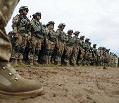 Военнослужащие вооруженных сил РФ на учениях. Архивное фото