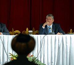 Президент Алмазбек Атамбаев Нарын облусуна жасаган иш сапары учурунда.