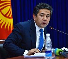 Архивное фото председателя Государственной регистрационной службы КР Тайырбека Сарпашева