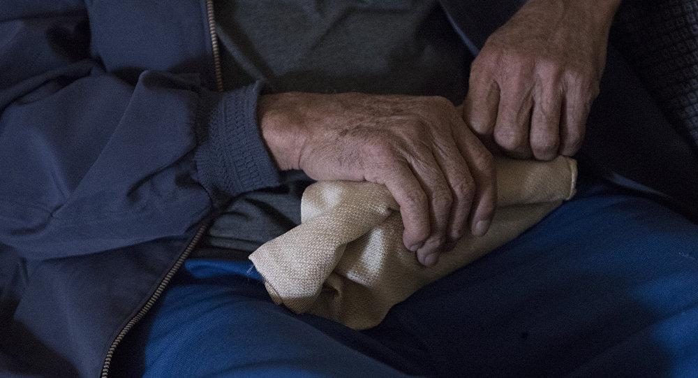 Руки пожилого мужчины. Архивное фото