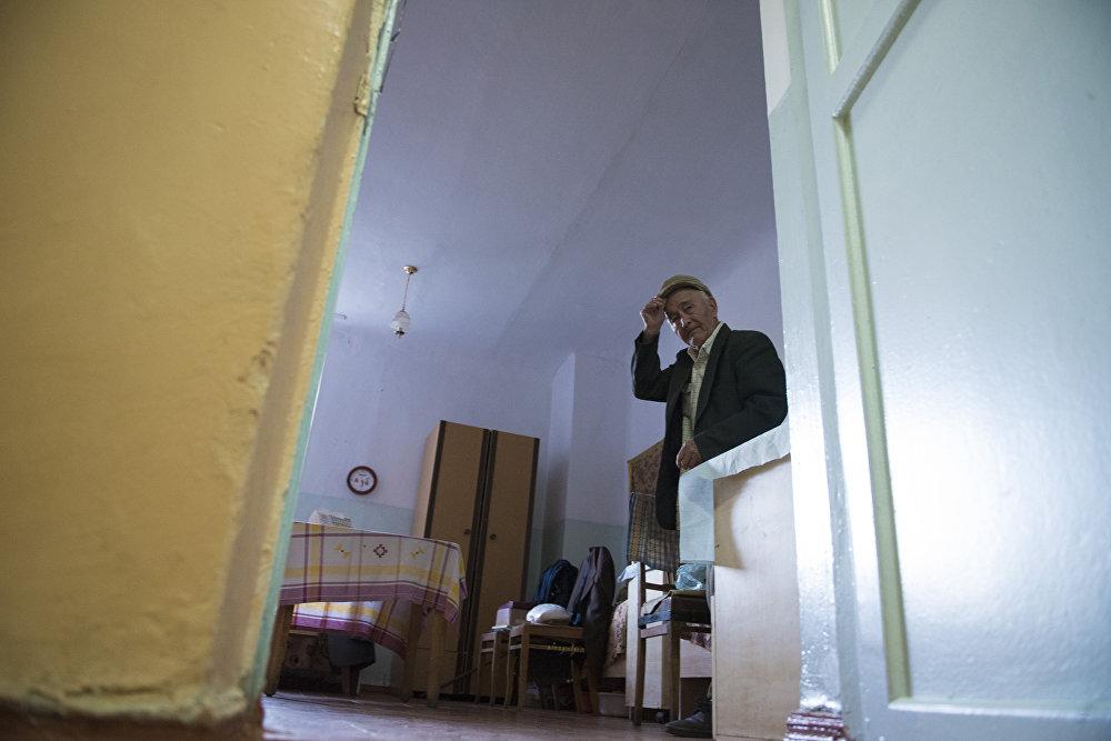 Многие старики сознательно идут в дом престарелых, чтобы не мешать молодым
