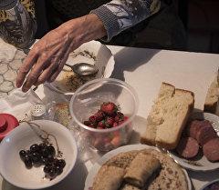 Еда на столе. Архивное фото