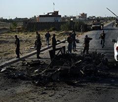 Кундузду талибдер басып алган аймактан кийин жүргөн афган аскерлери. Архив