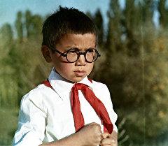 Главный герой фильма Очкарик Кубанычбек Алыбаев. Архивное фото