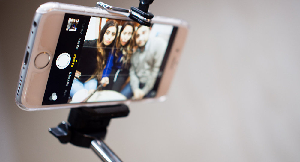 Как сделать селфи палку  для телефона фото