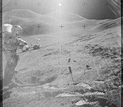 Американский астронавт на луне. Архивное фото