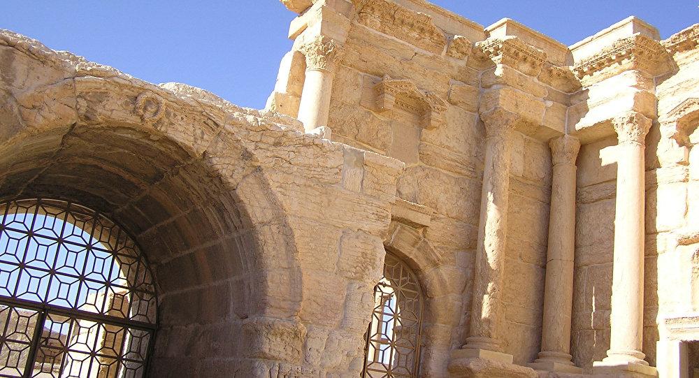 Исламские боевики экстремистской группировки  уничтожили вПальмире Триумфальную арку