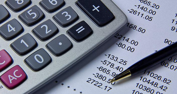 Калькулятор жана төлөм кагазы. Архивдик сүрөт
