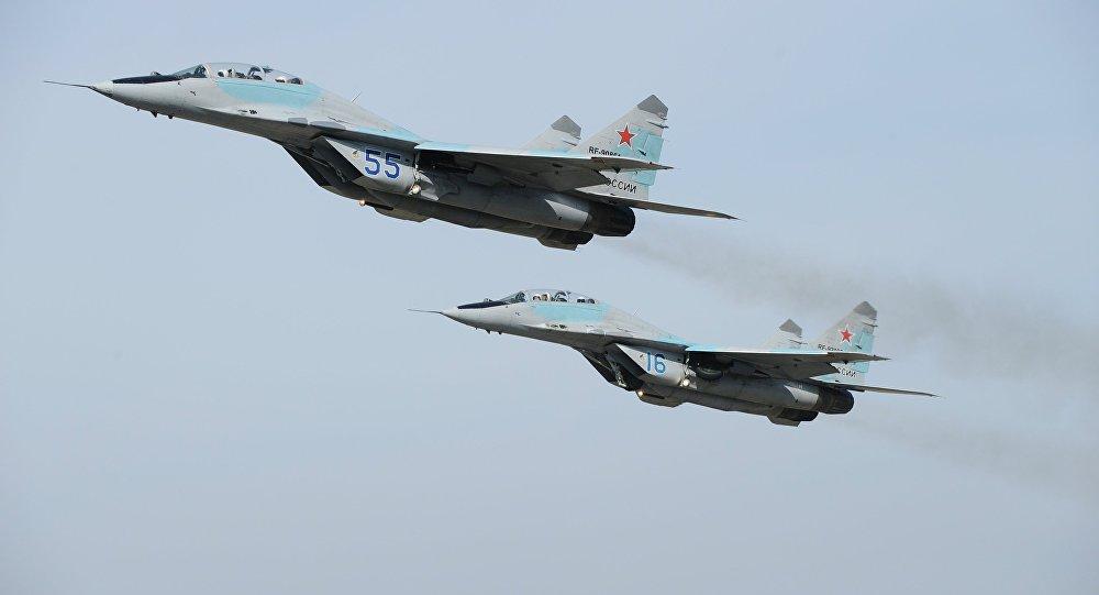 Самолеты МиГ-29 во время репетиции. Архивное фото