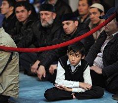 Москвадагы мечиттеги мусулмандар. Архив