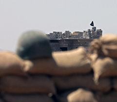 Флаг ИГИЛ на здании. Архивное фото