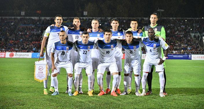 Сборная Кыргызтана по футболу перед матчем. Архивное фото