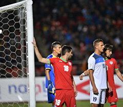 Нападающий сборной Кыргызстана Виталий Люкс во время игры с Таджикистаном. Архивное фото