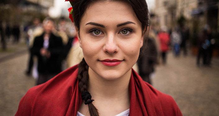 Гипнотическое обаяние сочетающая природной красотой молдавских девушек.