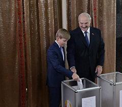 Выбор президента: Лукашенко проголосовал на избирательном участке №1