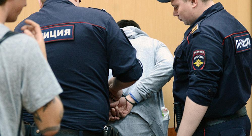 Россия полициясынын адамды кармашы. Архивдик сүрөт