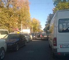 Бишкек шаарынын Киев көчөсүндө ири автотыгын пайда болду. Архив