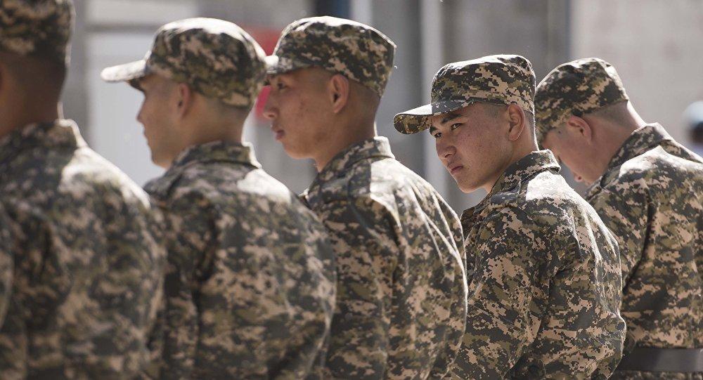 Военнослужащие в строю. Архивное фото