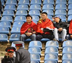 Болельщики на стадионе Имени Долона Омурзакова. Архивное фото