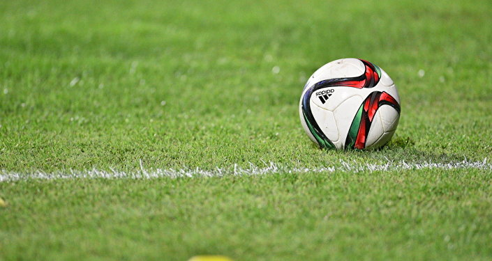 Футбольный мяч на матче. Архивное фото