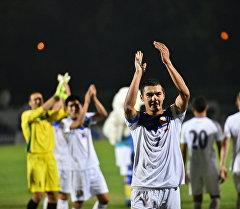 Футболист сборной Кыргызстана Азамат Байматов после матча Кыргызстан — Бангладеш. Архивное фото