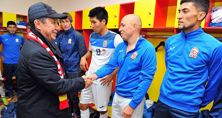 Премьер-министр Темир Сариев поздравил сборную Кыргызстана по футболу с победой.