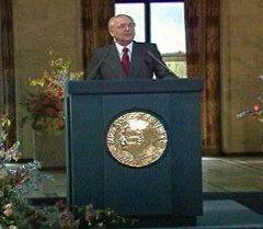 Михаил Горбачев выступает с Нобелевской лекцией в Осло. Съемки 1991 года