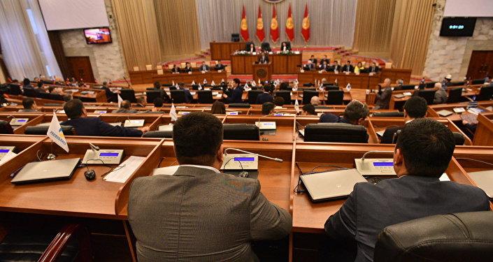 Жогорку Кенештин жыйынындагы депутаттар. Архив