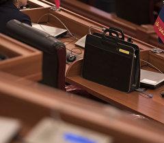 Жогорку кеңештеги депутаттын жумуш орду. Архив