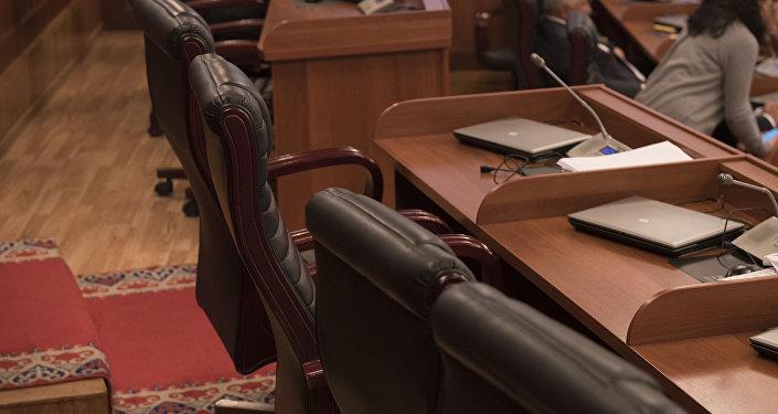 Рабочее место депутатов в Жогорку Кенеше. Архивное фото