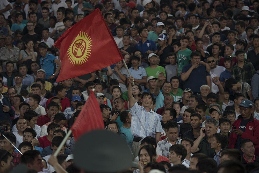 На матче против сборной Австралии — действующего чемпиона Азии — на трибунах не было свободных мест. Болельщики, несмотря на поражение (1:2), радовались забитому голу кыргызстанцев