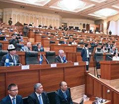 Депутаты на заседании Жогорку Кенеша. Архивное фото