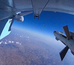 Самолет российских Воздушно-космических сил во время боевого вылета. Архивное фото