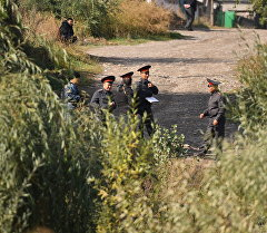 Сотрудник МВД КР во время поисковых работ. Архивное фото