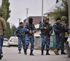 Кыргызстандын ИИМ кызматкерлери атайы операция учурунда. Архив