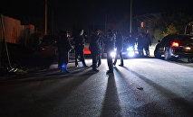 Сотрудники милиции на месте происшествия. Архивное фото