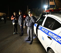 Сотрудники МВД продолжают оцепления в районе возле рынка Дордой