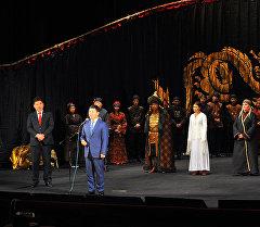 Премьер-министр Темир Сариев Кыргыз Улуттук Академиялык драма театрынын театралдык сезонун ачылышында.