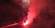 Протестующие кидали в полицию файеры на акции оппозиции в столице Черногории