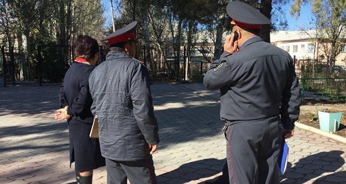 47 учащихся спортивной школы задержаны милицией до выяснения обстоятельств инцидента.