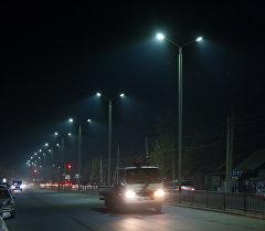 Новые светодиодные лампы на улице.