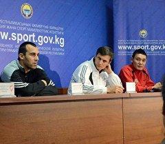 Полузащитник команды и Национальной сборной КР Бахтияр Дуйшобеков во время пресс-конференции. Архивное фото
