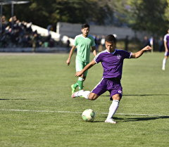 Футболист команды Абдыш-Ата во время матча. Архивное фото